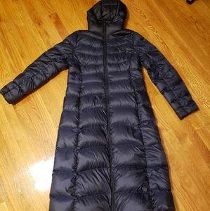 Long navy blue Uniqlo ultra light down coat